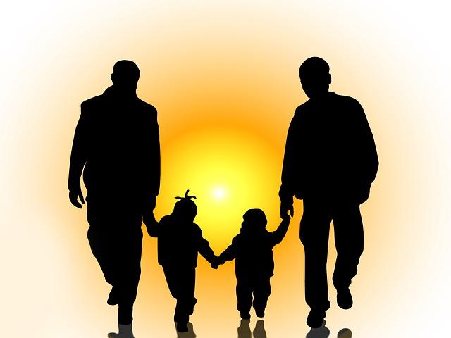 Legislación permitiría a Agencias de Adopción negar, por razones de fe, la adopción de niños a parejas del mismo sexo