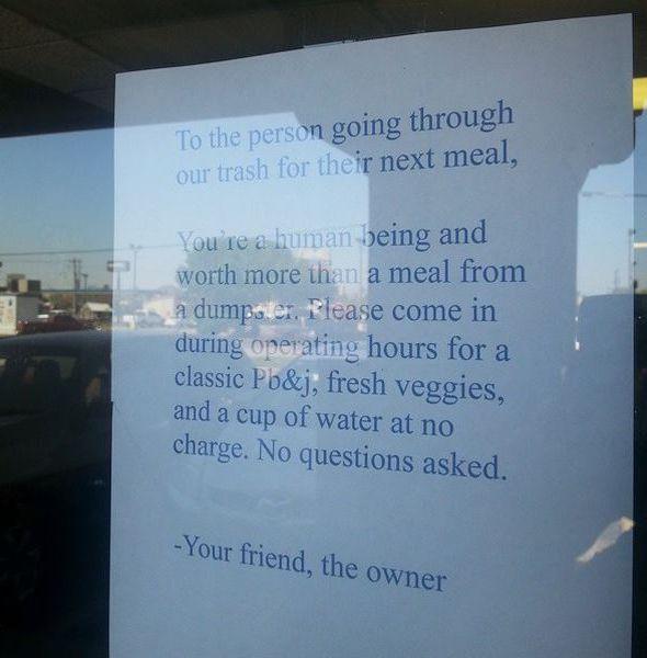 La dueña de este restaurante dejó la nota más conmovedora para la persona que buscaba en la basura